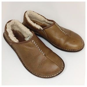UGG Leather Sheepskin Lined Slip Ons Size 7